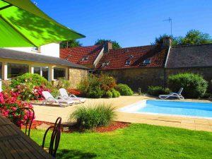 Jardin piscine transat détente